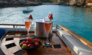 cenas romanticas en barco mallorca